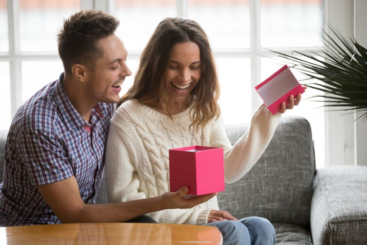 14 Gifts to NEVER Give Your Wife