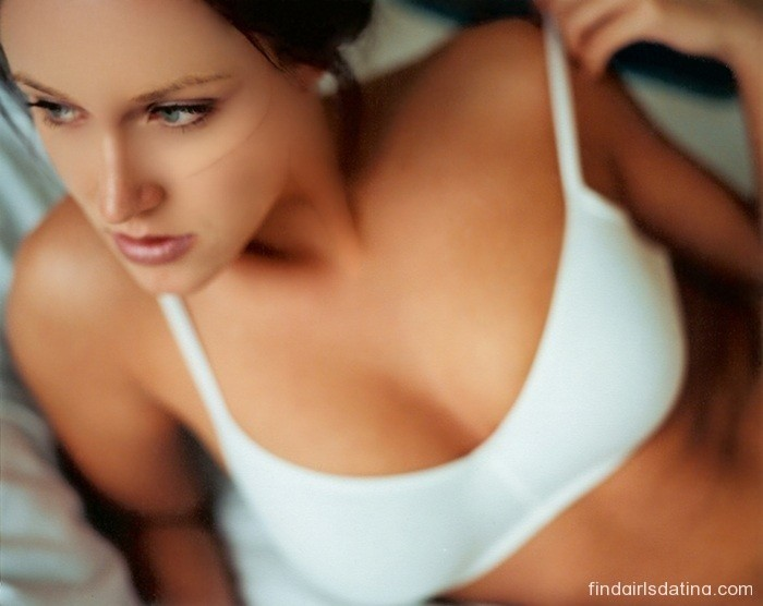 How to Find Local Dating Women and Flirt Through Text in Uk